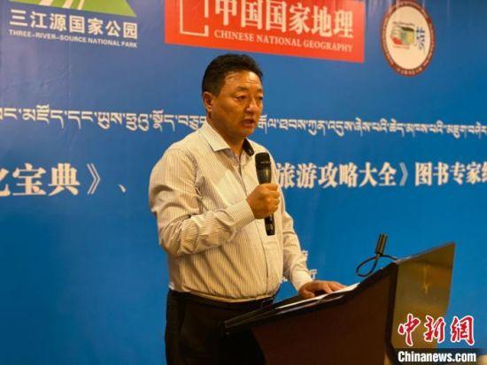图为青海玉树藏族自治州人民政府副州长尼玛才仁会议现场致辞。 李江宁 摄