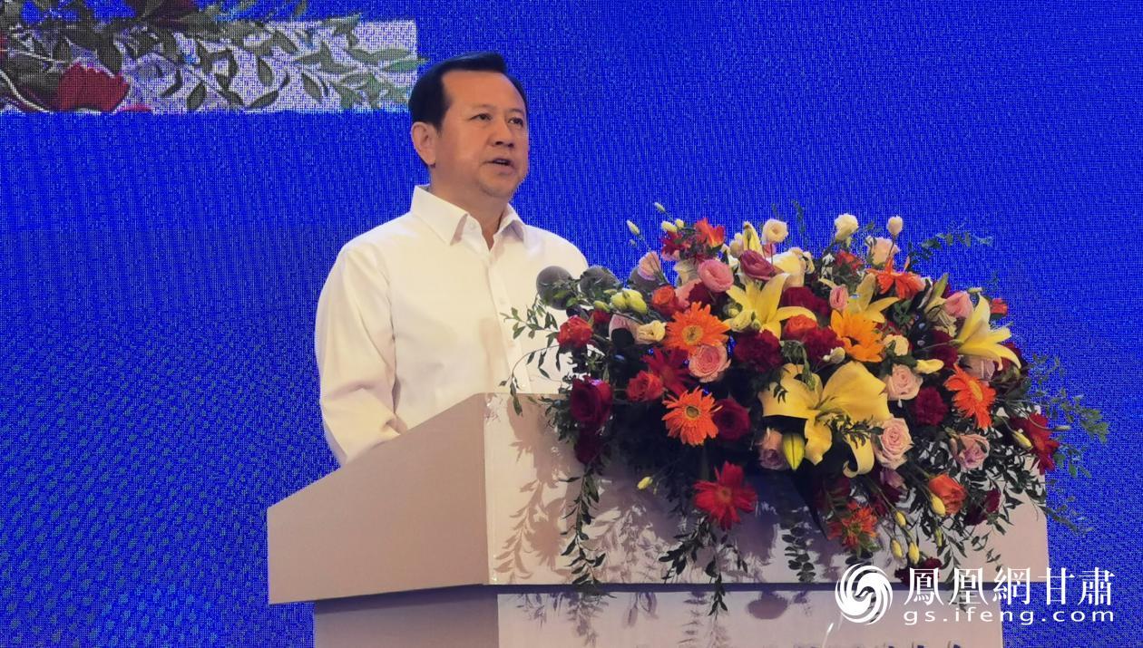 武威市委书记柳鹏向企业家发出投资兴业的邀请 闫琴雯 摄