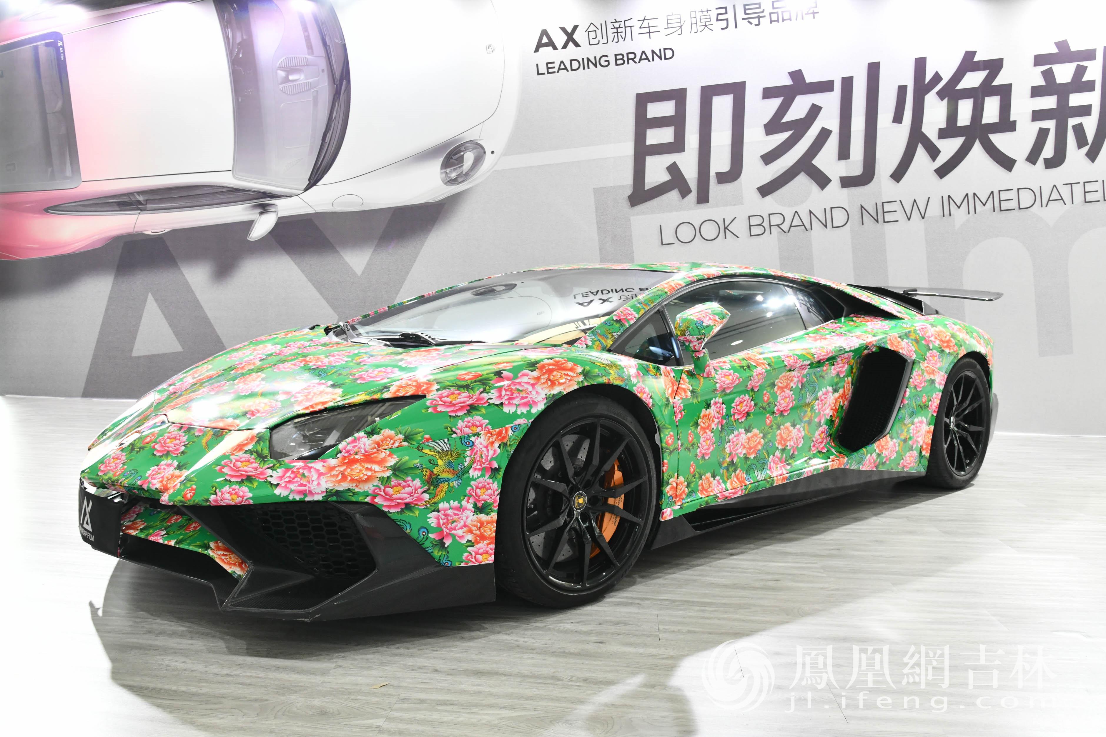 第18届中国(长春)国际汽车博览会展出的汽车。梁琪佳摄