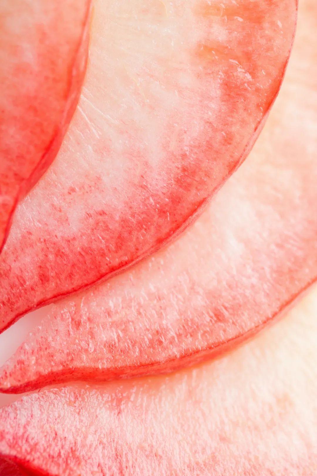 ▲ 粉红细腻娇嫩的蜜桃果肉。 图/视觉中国