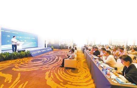 嘉宾在峰会上演讲(本版摄影:新甘肃·甘肃日报记者 盛学卿)