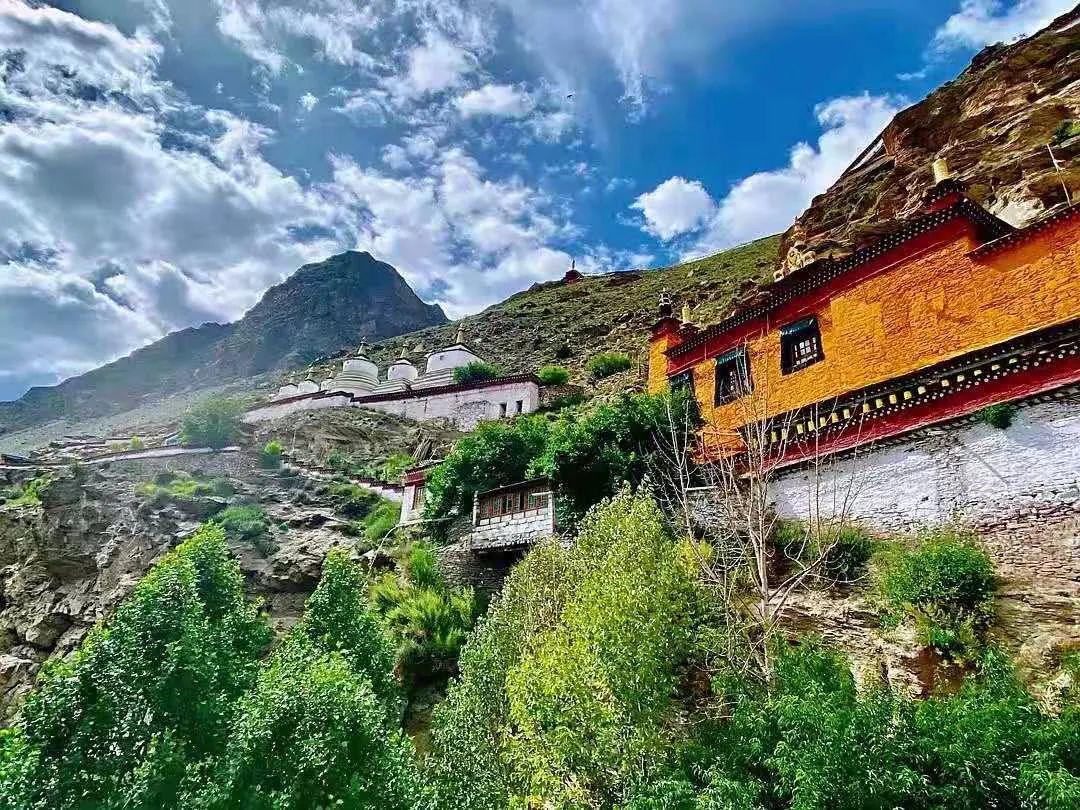 """△ 卓瓦寺位于西藏山南的洛扎县。图by 豆瓣""""梅朵看世界"""""""
