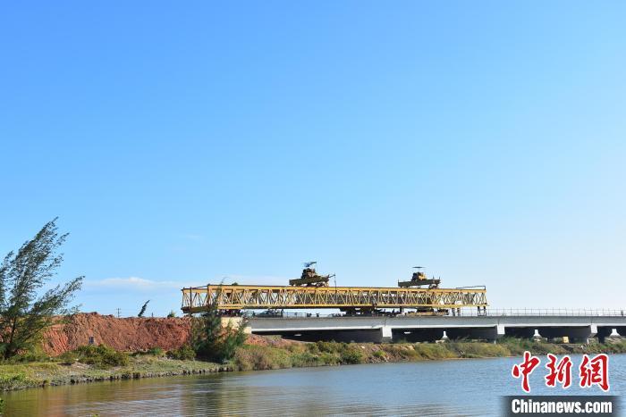 粤东雷高速完成全线架梁施工计划年底通车
