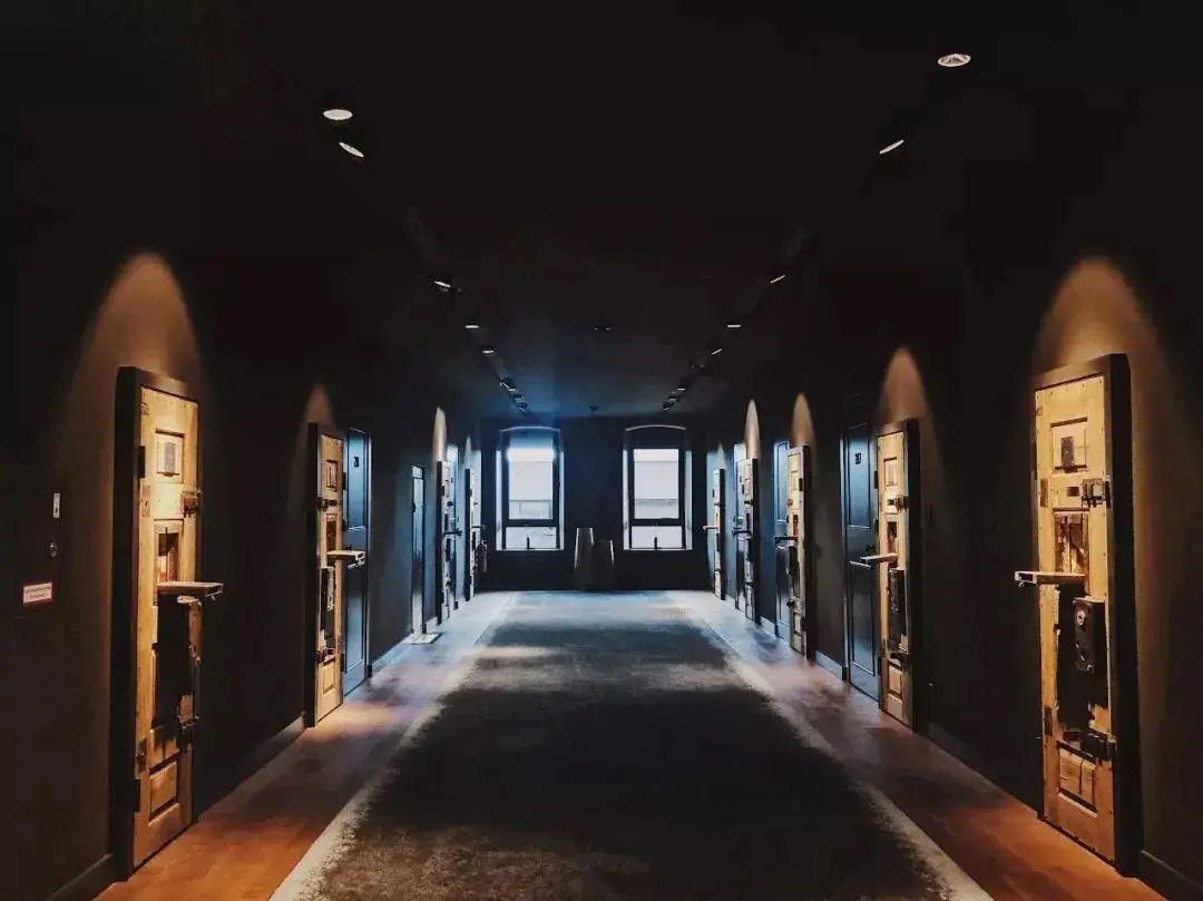 监狱爆改成超美的波西米亚风酒店 我也想去住!