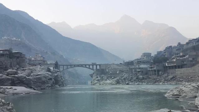 凤凰连线中国在巴基斯坦学者:班车爆炸案发生地治安相对较好