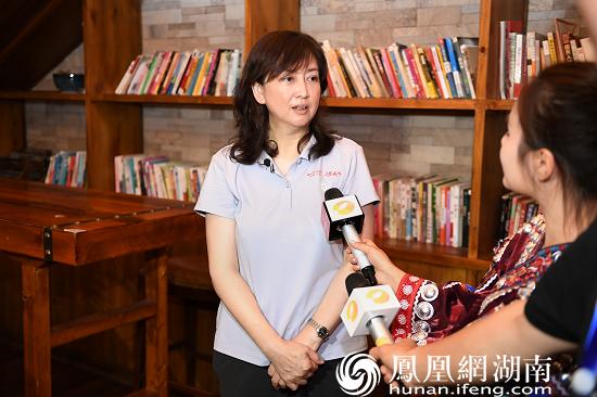 (凤凰古城文化旅游投资股份有限公司董事长常红卫接受媒体采访。)