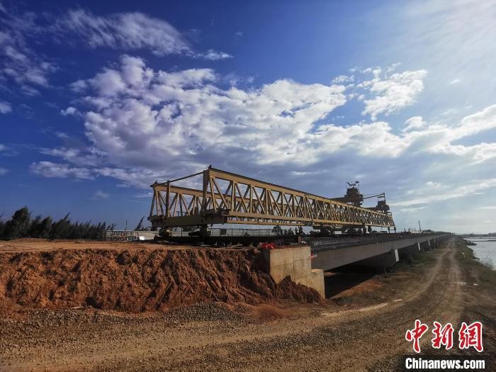 东雷高速完成全线架梁施工 广东省交通集团供图