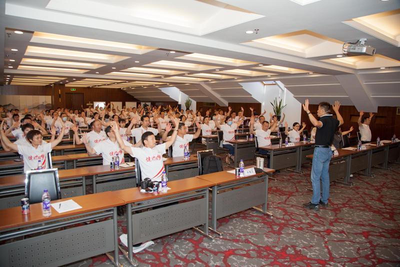 北京小汤山医院有氧运动中心牛国卫主任教大家碎片式运动