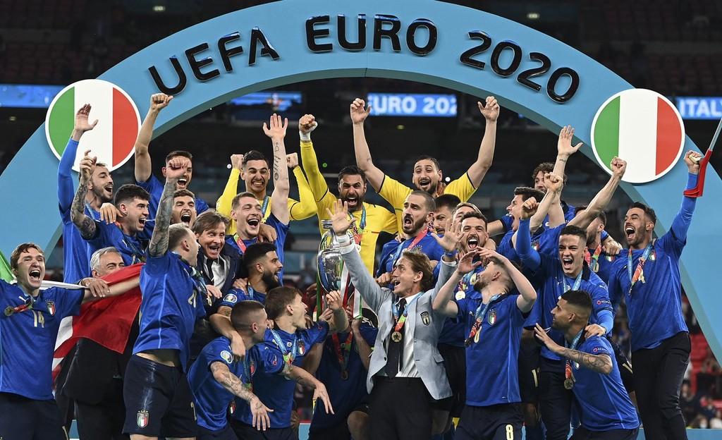 意大利荣耀捧杯时刻