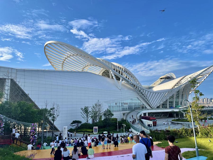 青岛凤凰之声大剧院三周年庆,塑造旅游打卡新风向标!