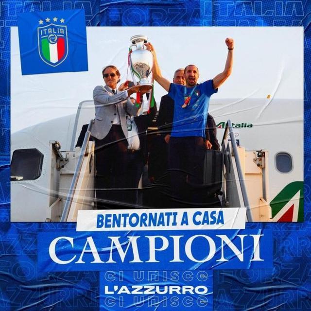 意大利队在罗马举行夺冠巡游 警车开道球迷簇拥欢呼