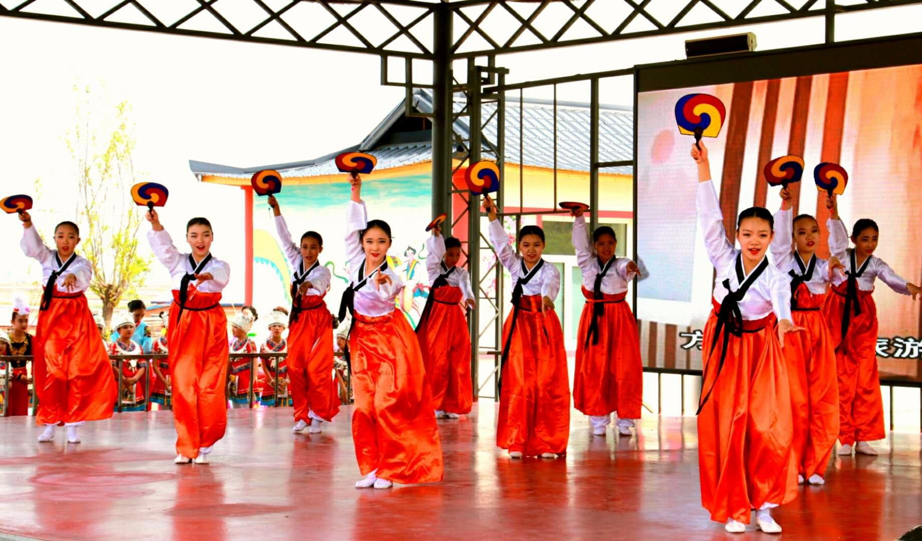 朝鲜民俗舞蹈迎接八方游客
