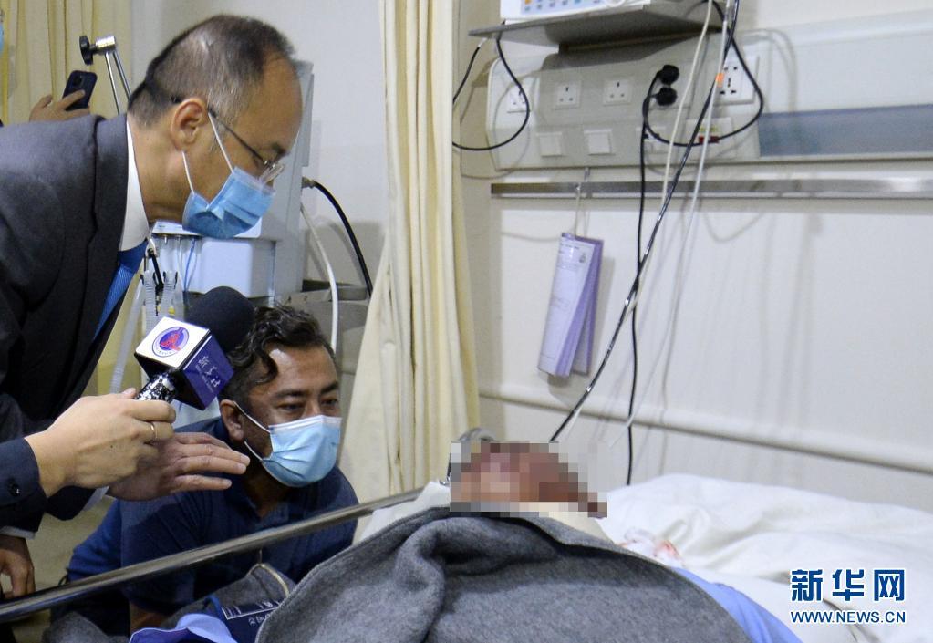 驻巴大使看望中企班车爆炸中受伤同胞:若是恐袭 要严惩真凶