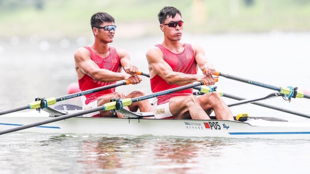 张亮、刘治宇领衔中国赛艇队出征东京
