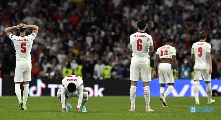林加德发文鼓励英格兰队:为你们骄傲,现在要抬起头来