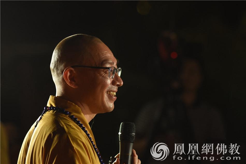 能度法师开示,分享回向的意义。(图片来源:凤凰网佛教 摄影:季利)