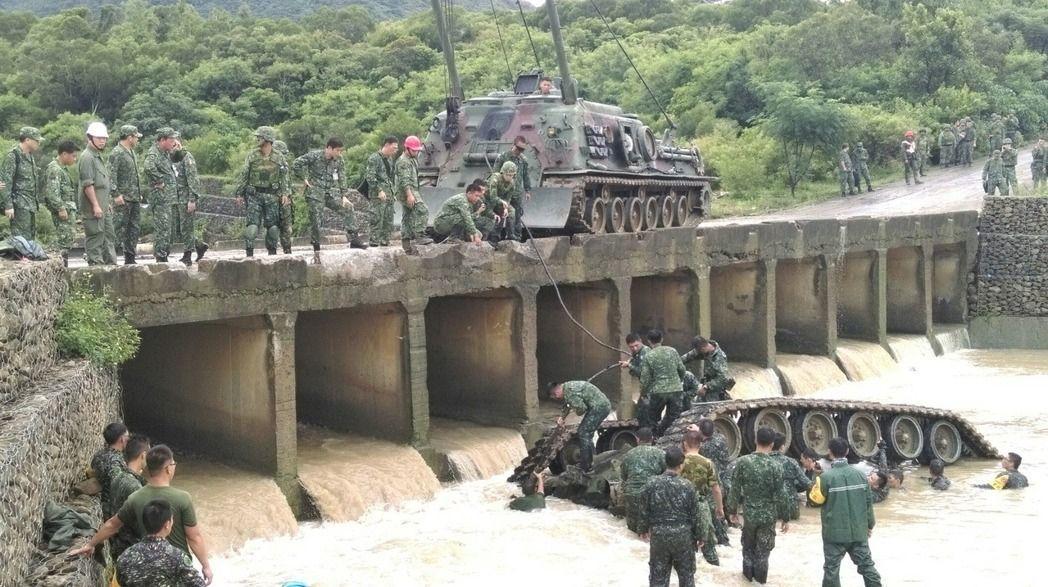 """台军现役的M48、M60与自制CM-11""""勇虎""""主战坦克不仅彻底落伍,而且事故频发。"""