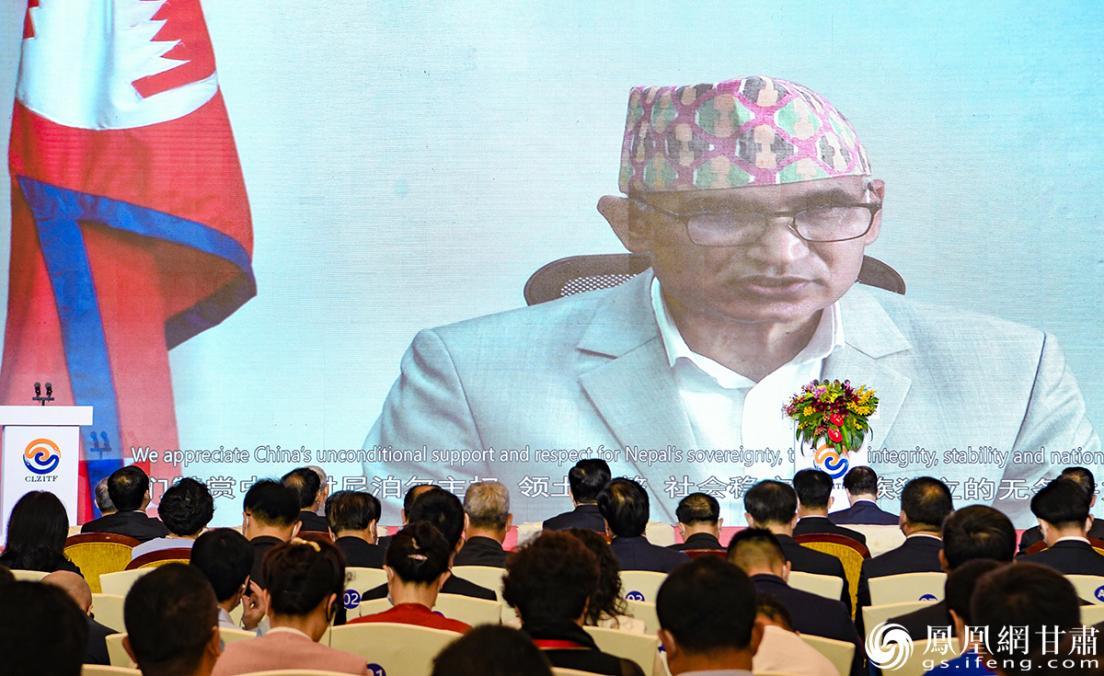 """本届兰洽会主宾国,尼泊尔副总理、财政部长保德尔在""""云端""""出席开幕式。杨艺锴 摄"""