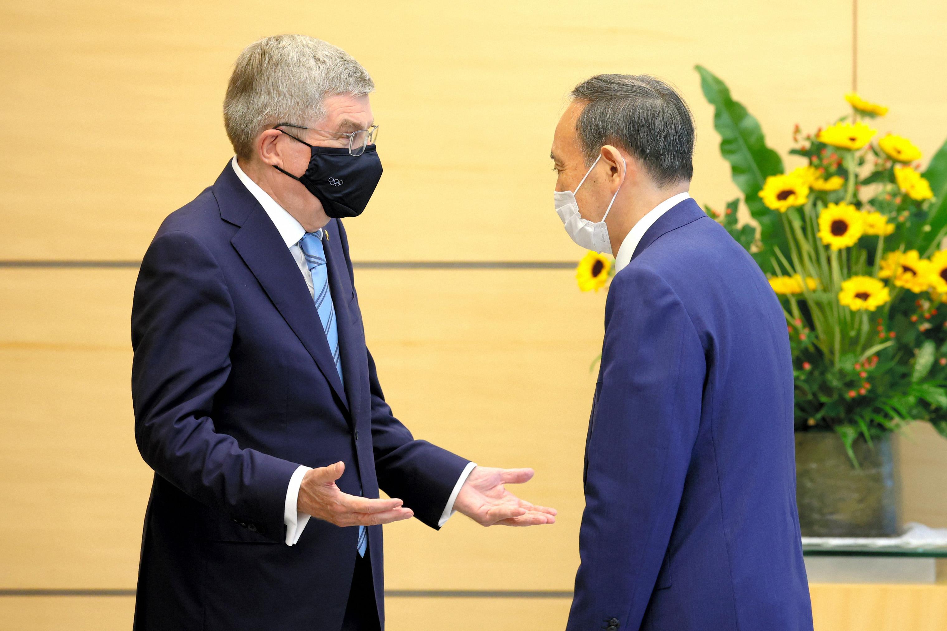 国际奥委会主席托马斯·巴赫和日本首相菅义伟沟通。