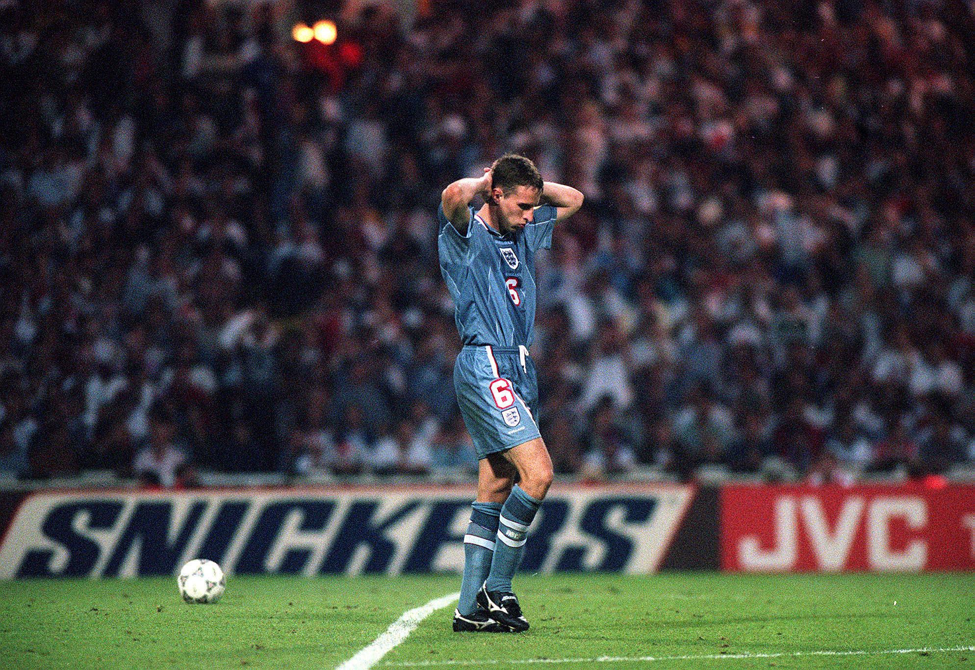 1996年欧洲杯,索斯盖特面对德国罚丢点球。