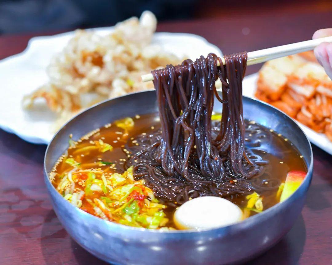 东北最好吃的地方不在三大省会?吃货决定把口水流在这座边境小城