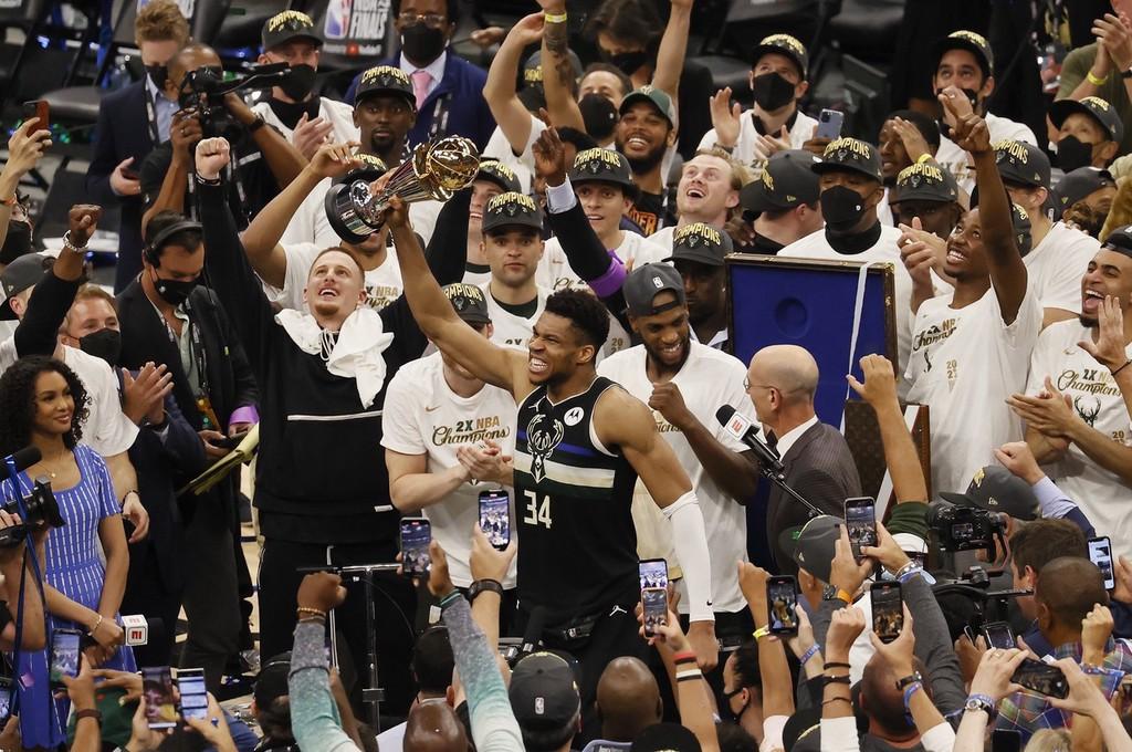 雄鹿4-2战胜太阳夺得NBA总冠军 字母哥狂砍50分荣膺总决赛MVP