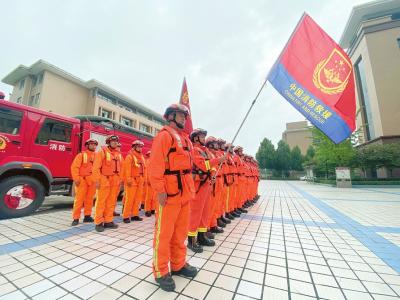 山西省消防救援人员迅速集结,赶赴河南抗洪救援。