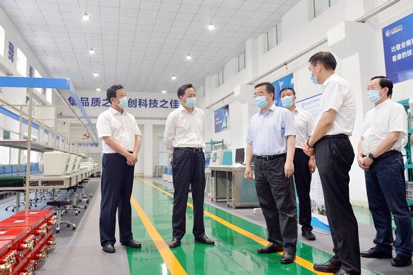 在双鸭山市集佳电气设备制造有限公司调研。