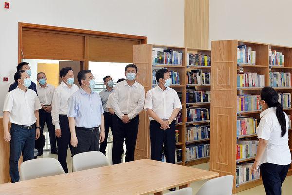 了解双鸭山市图书馆新馆建设情况。