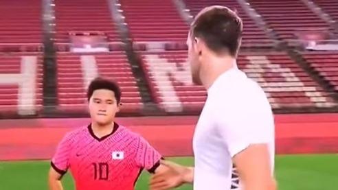 韩国男足奥运输球拒绝握手 韩媒护犊子:他因强烈获胜欲感到生气