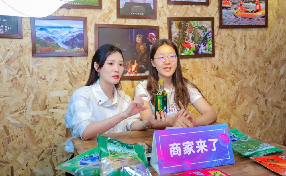 2021重庆6.18电商节开展直播活动。