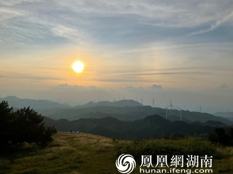草原观日落