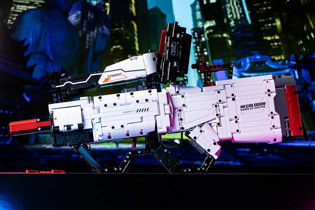 千块积木拼成智能AR枪,能玩能实战,又酷又过瘾