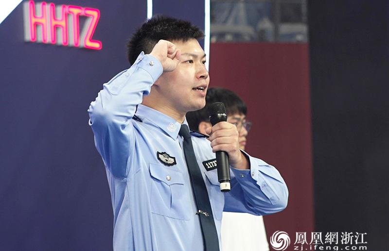五大攻坚行动代表和青年志愿者代表进行决胜亚运的宣誓 尚天宇 摄