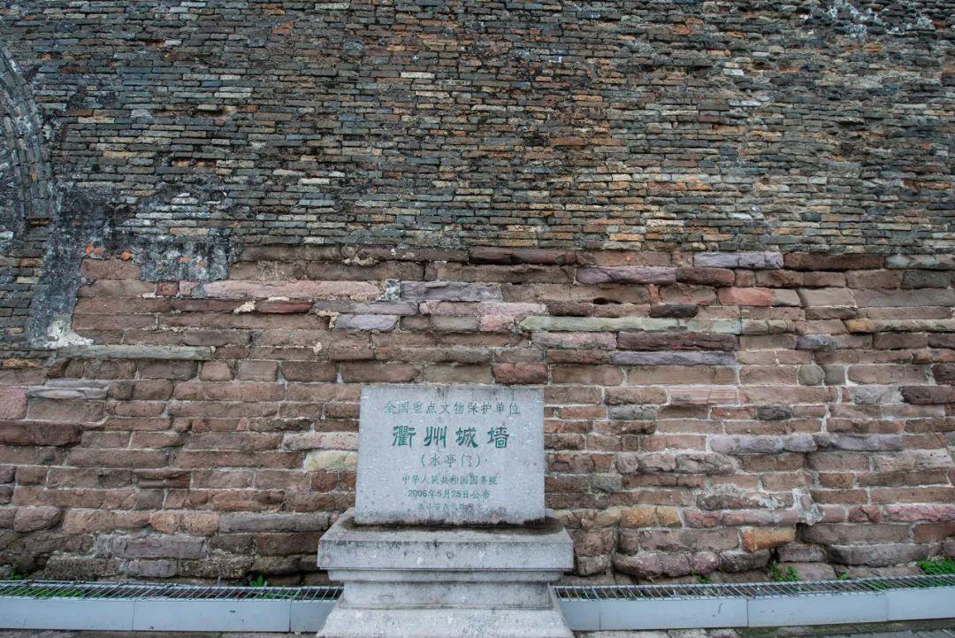 △古城墙的断壁残垣上落满了岁月的痕迹。 / 图虫