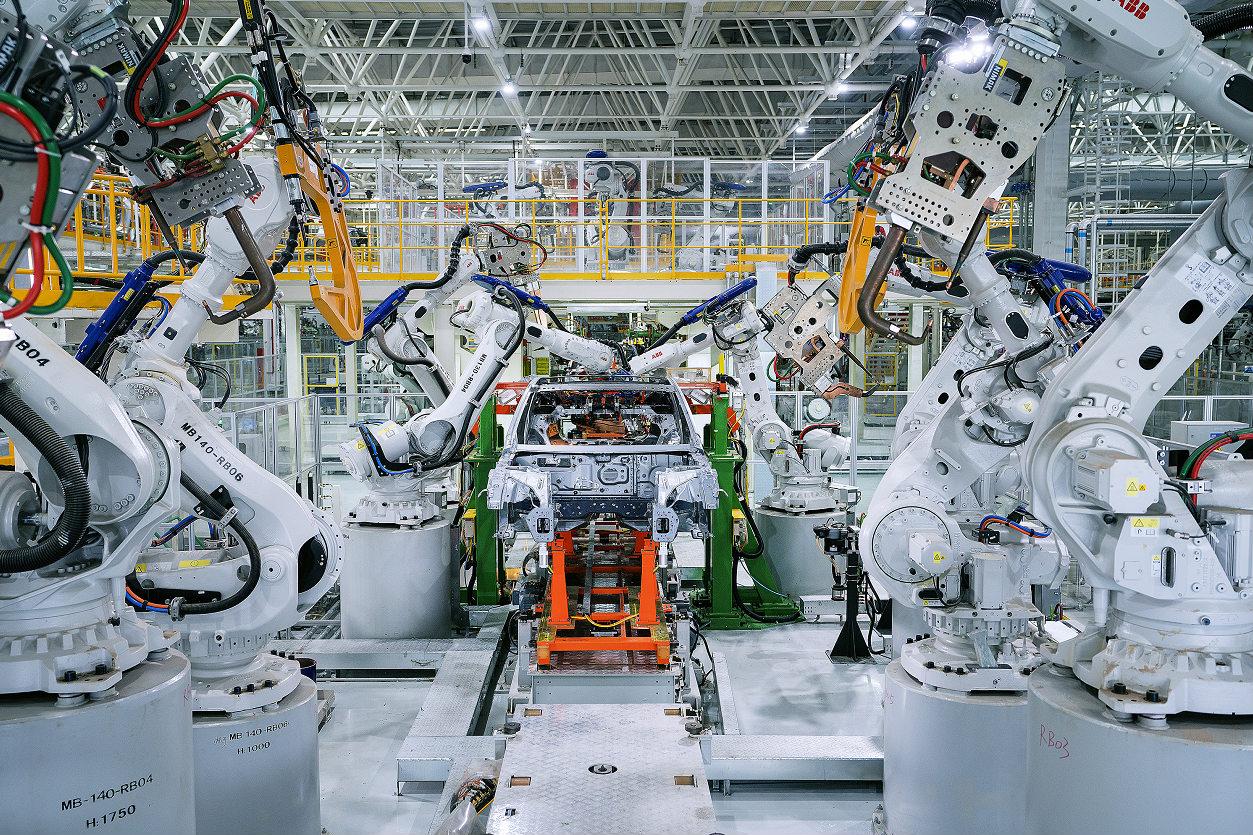 小鹏工厂全自动化产线