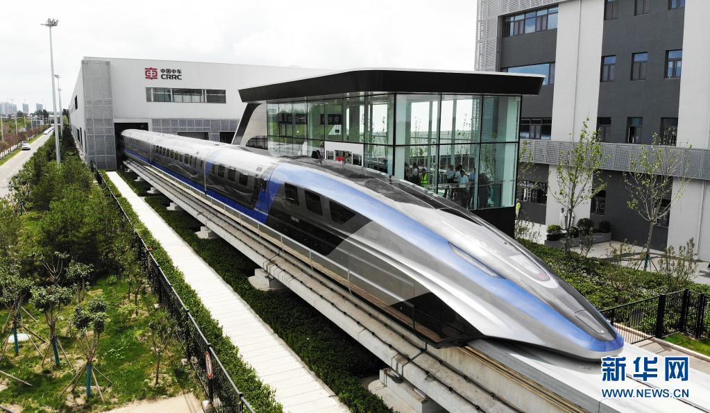 这是7月20日在山东青岛拍摄的时速600公里高速磁浮交通系统(无人机照片)。新华社记者 李紫恒 摄