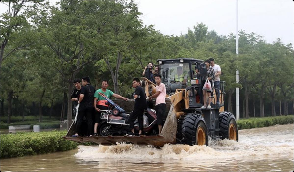 7月22日,微博#河南暴雨互助#话题阅读量已经达到104亿,讨论达2092.3万。