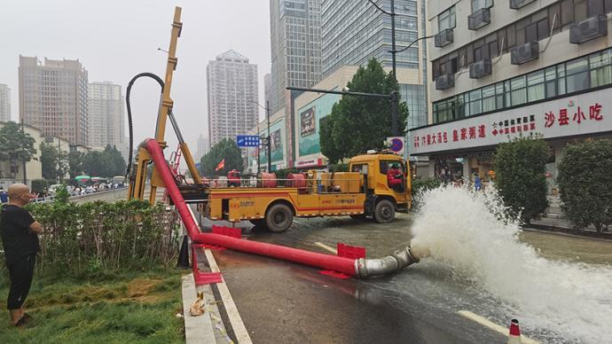 京广隧道最后的逃生者:抓住一根管救命 刚爬出3分钟水灌满