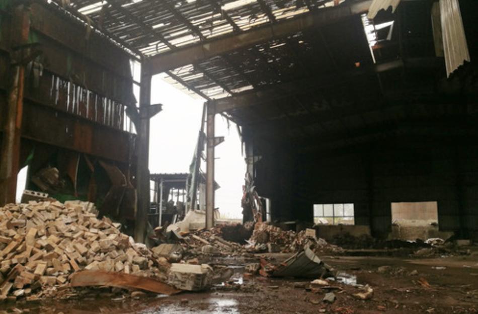 江苏省淮安市2018年查处的一处非法铅冶炼点的厂房内部。新华社记者 朱国亮 摄