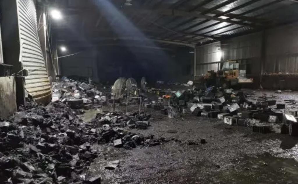 景德镇市洪源镇洪源村内一加工厂从事非法收集废铅酸电池。图片来自景德镇市生态环境局