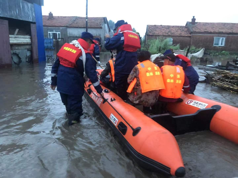 洪水来袭,黑河森林消防成功解救被困群众