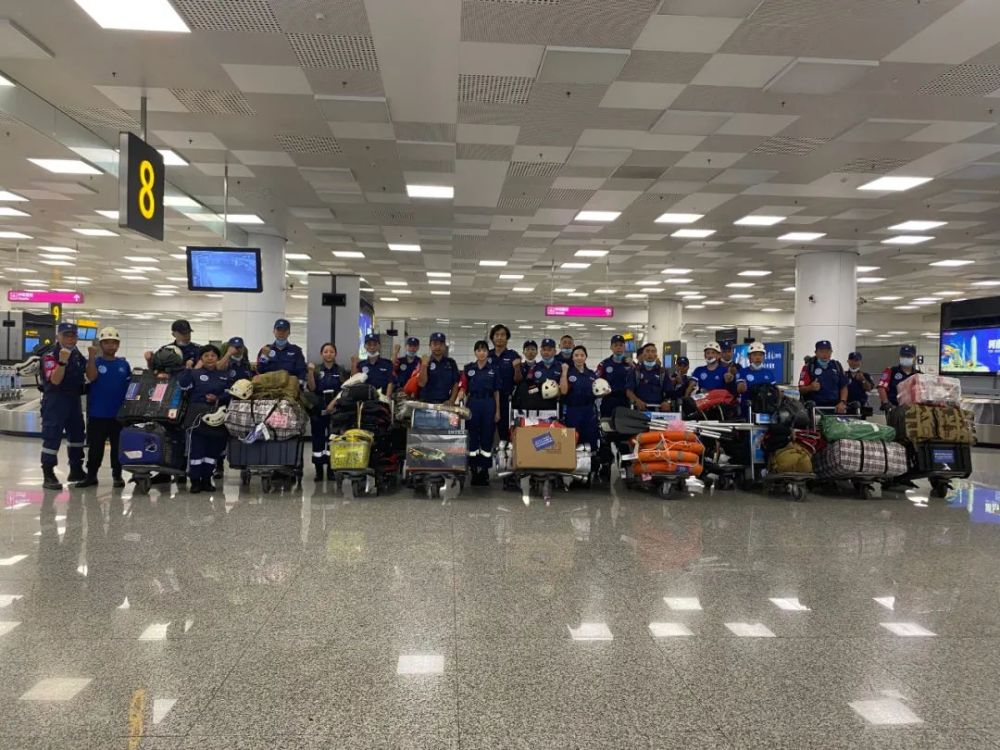 郑州机场紧急疏散3000多名旅客 保障抗洪救灾航班顺利落地郑州