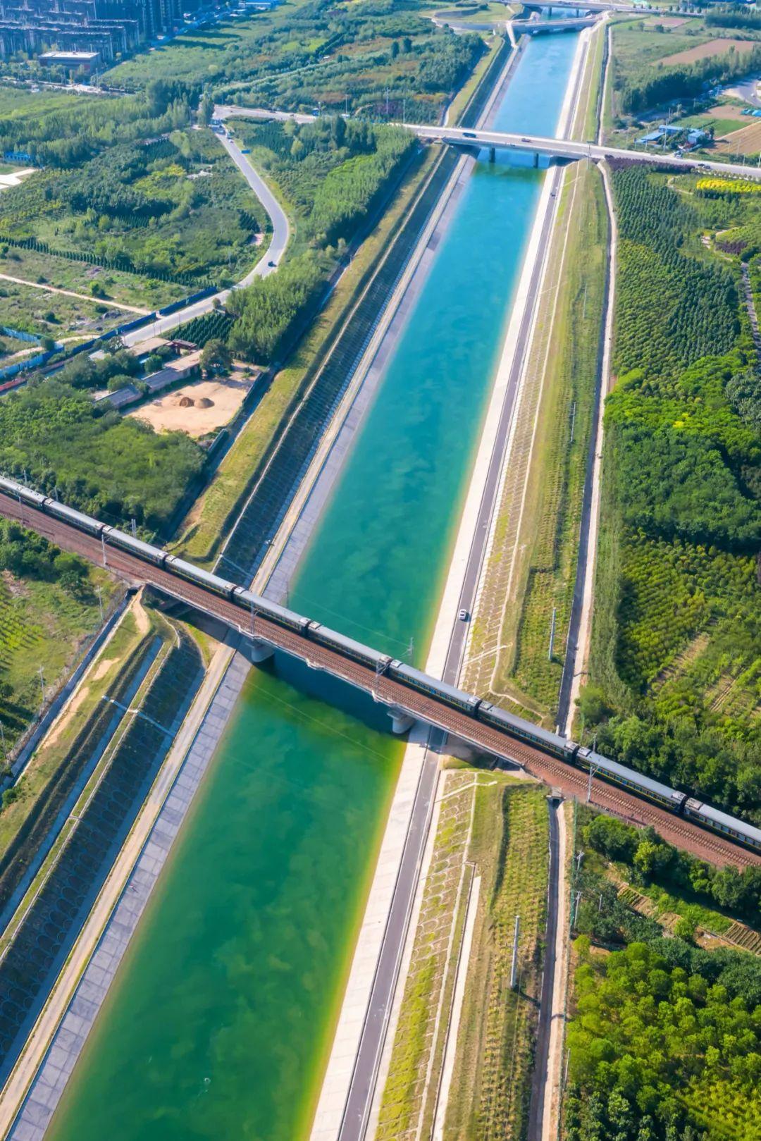 ▲ 郑州陇海铁路与南水北调运河交汇处。摄影/石耀臣