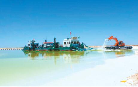察尔汗盐湖,为我省锂等新兴产业提供支持。摄 芈峤