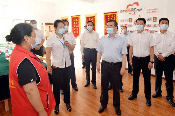 在双鸭山市岭东区通达社区,详细了解社区党员队伍、志愿服务等情况。