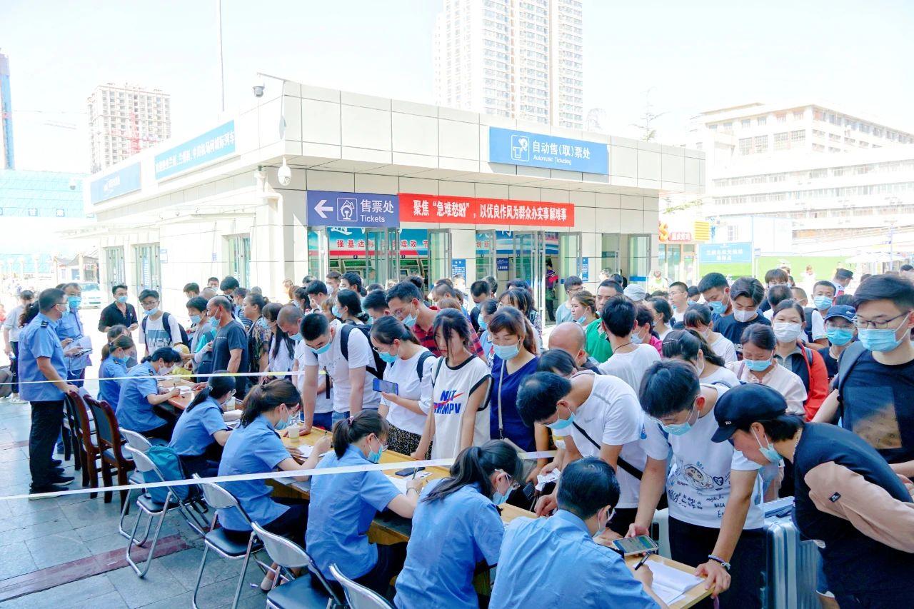 河南省特大暴雨致多趟列车停运或折返_兰州(9549643)-20210721150320.jpg