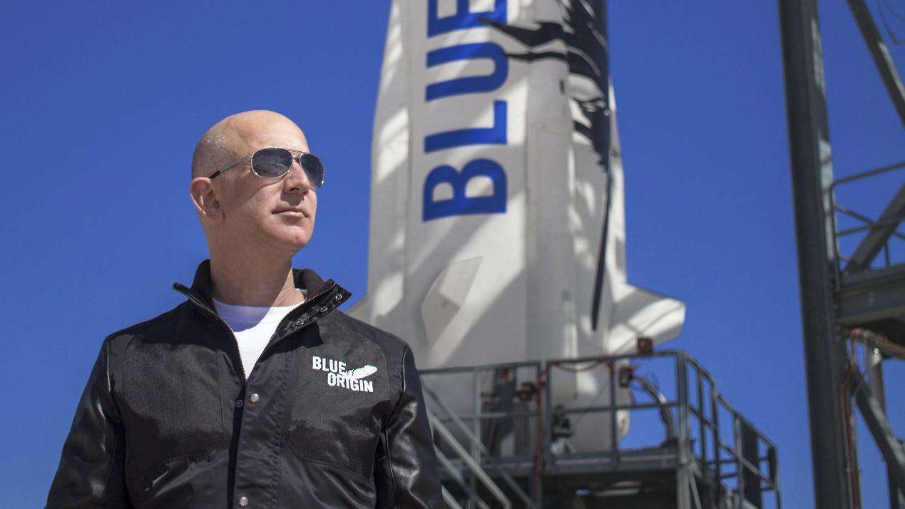 """(7月20日,亚马逊创始人贝佐斯将搭乘蓝色起源公司的""""新谢泼德号""""升入太空。)"""