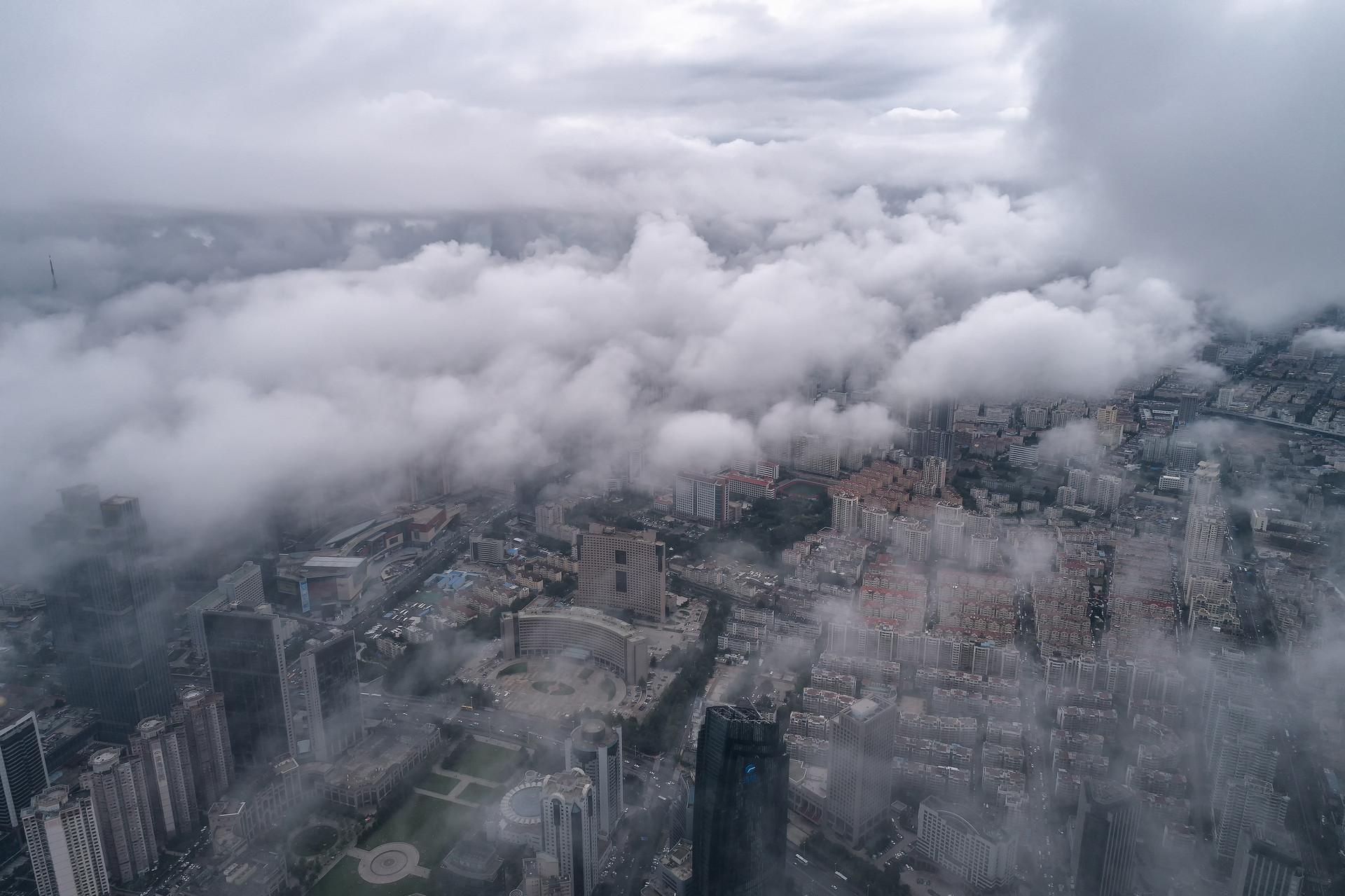 美!青岛西海岸新区上空现平流云仙气十足