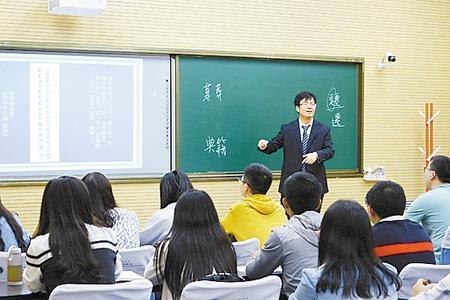 李迎春教授为研究生授课